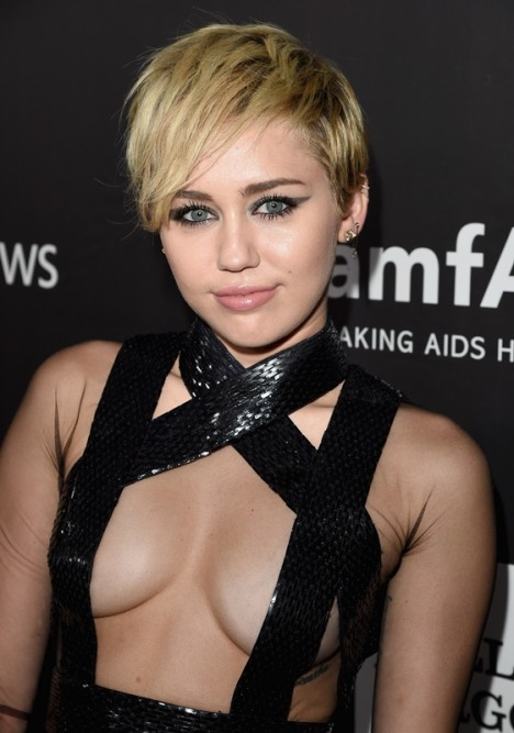 miley-amfar-30oct14-21